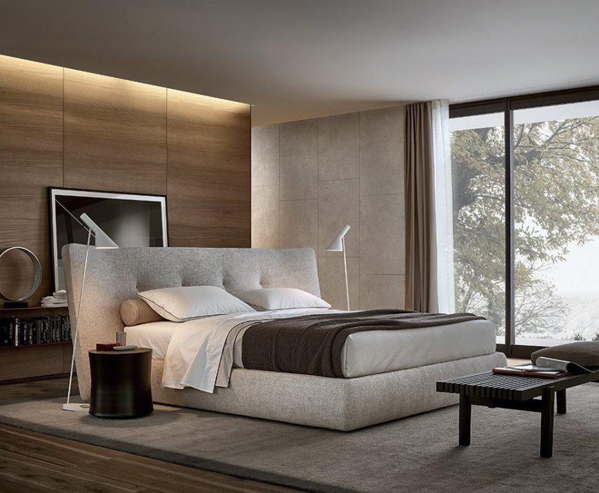 éclairer sa chambre. Ici luminaire AJ, design Arne Jacobsen, Louis Poulsen. Lit Rever, design Rodolfo Dordoni, Poliform.