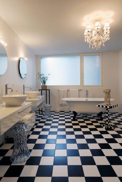 La salle de bains en version noir et blanc - Espaces Contemporains