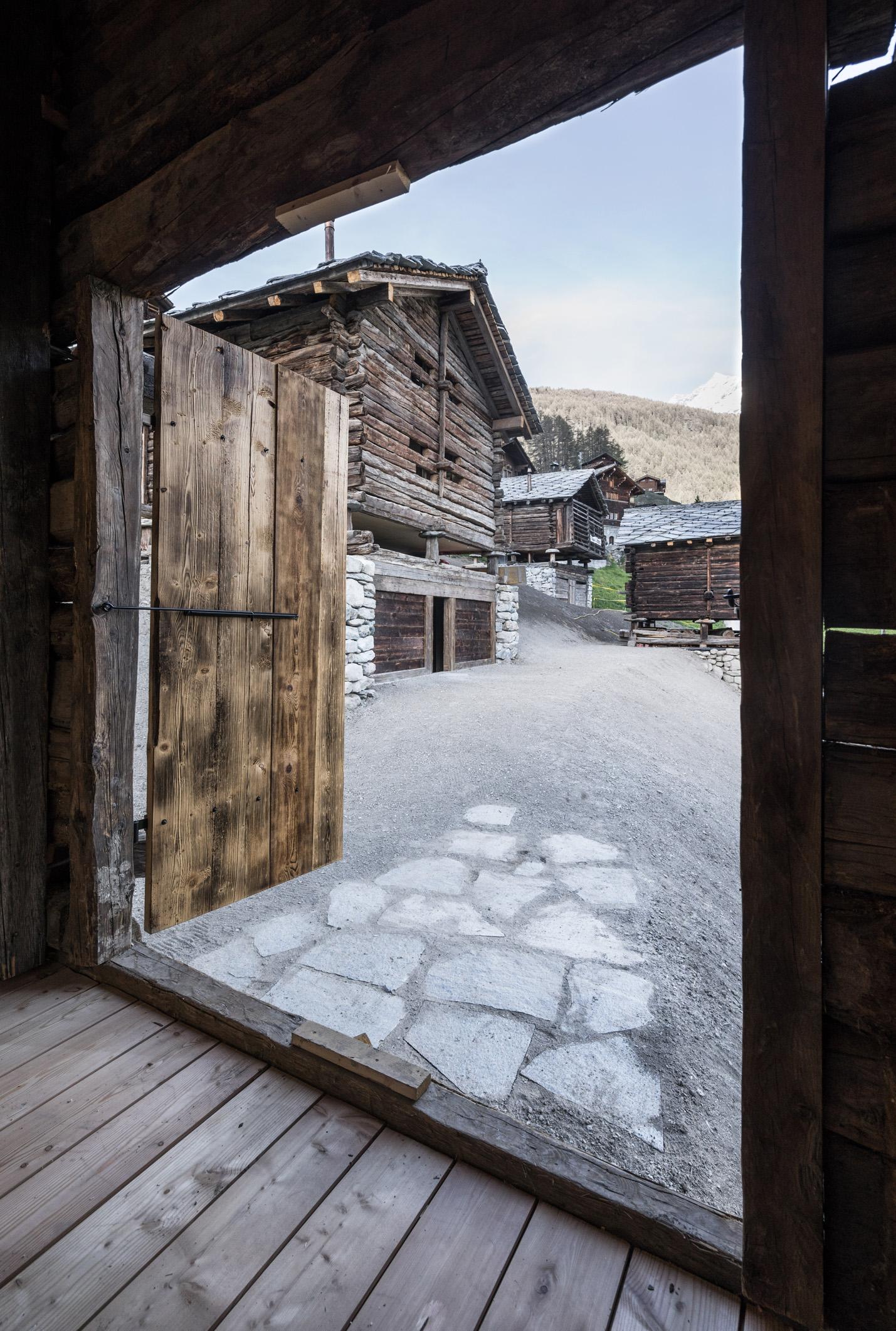 Mayen Anako lodge de l'architecte Olivier Cheseaux sur les hauteurs de La Forclaz