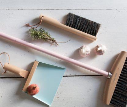 ustensile de nettoyage et produit d'entretien design, chic, beau, écologique