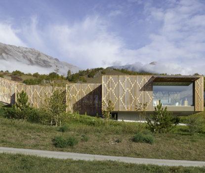 Maison d'architecte avec bardage ajouré ou à claire-voie