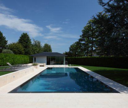 Construire une piscine à débordement