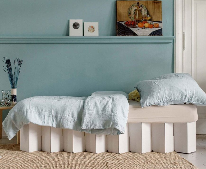 Des meubles en carton pour la décoration.